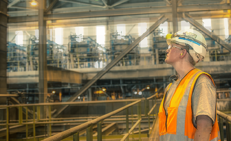 Photo of Ciner employee at mining facility in Wyoming